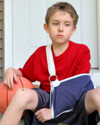 young boy with fractured arm