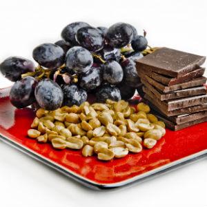 grapes-chocolate-peanuts-resveratrol-foods