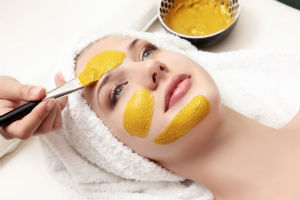 woman-yellow-face-mask