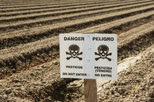dangers-pesticides-field-sign