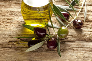 olive-oil-and-olives