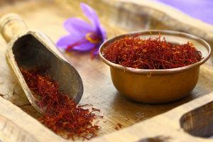saffron-spice-in-bowl