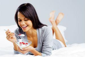 woman-eating-yogurt-berries