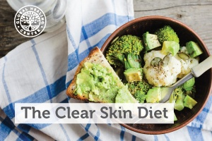 The clear skin diet consists of a low-glycemic diet, proper hydration, and a skin-supporting natural skin care routine
