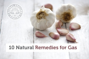 A table covered with garlic. Consuming foods like garlic can help reduce gas.