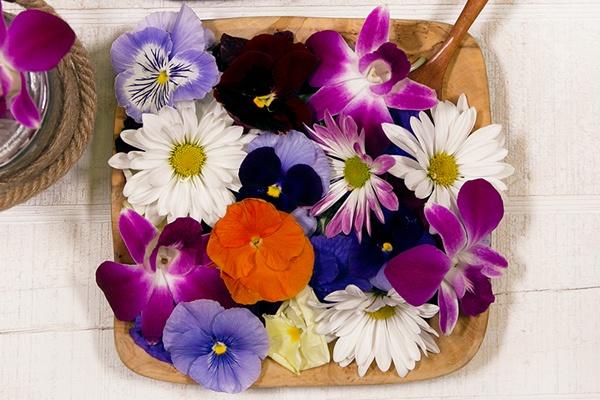 Health Benefits of Eating Edible Flowers