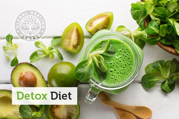 Vegetables and fuits are part of a detox diet.