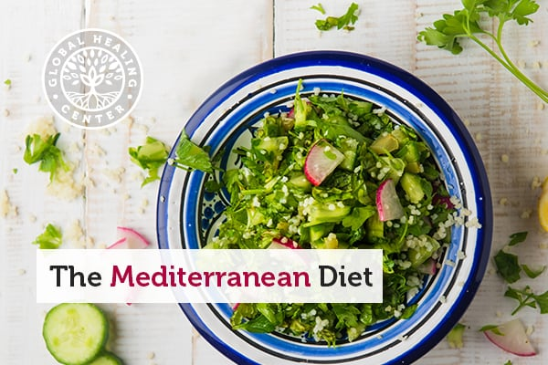 A typical Mediterranean diet meal consists of leafy green vegetables and plant-based proteins that are rich in antioxidants.