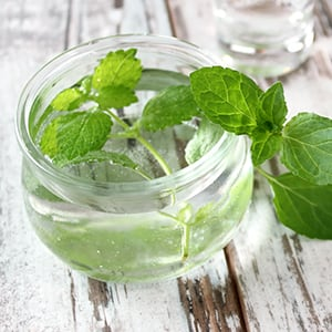 Peppermint Oil: The Best Natural Benefits & Uses